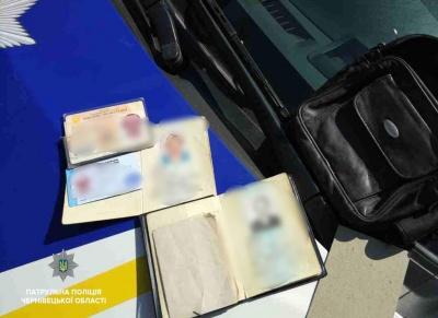 У Чернівцях чоловік, що перебував у розшуку, зберігав у себе чужі паспорти