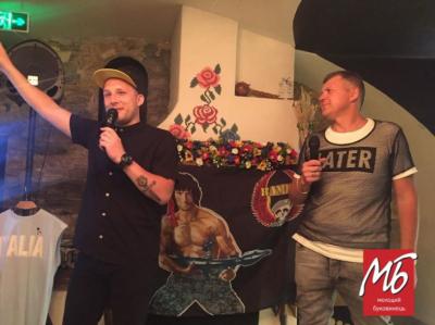 «Нюхай бринзу»: у Чернівцях на музикантів накинулись бабусі з криками про владу - відео