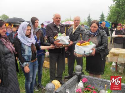 Хлопців не забули: у Банилові освятили пам'ятники двом загиблим бійцям - фото
