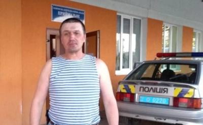 Побили, бо зайшов у мерію. У Новодністровську поліція з кулаками накинулась на учасника АТО