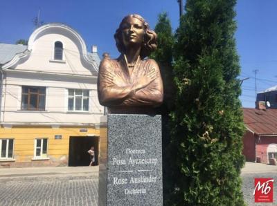 У Чернівцях урочисто відкрили пам'ятник Розі Ауслендер - фото