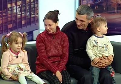«Ми обоє дуже хотіли дітей»: наймініатюрніша жінка з Буковини двічі стала мамою