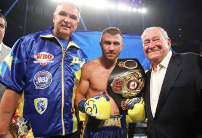 Ломаченко нокаутом переміг Лінареса і переписав історію боксу