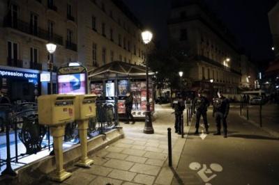 У Парижі чоловік з ножем напав на перехожих. Одна людина загинула
