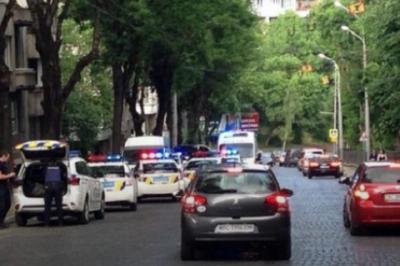 У Львові учасник ДТП вдарив ножем у живіт співробітницю патрульної поліції