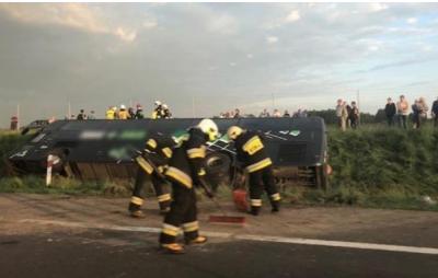 У Польщі перекинувся автобус, який їхав до Чернівців