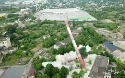 У Чернівцях вибухом демонтували трубу котельні - відео