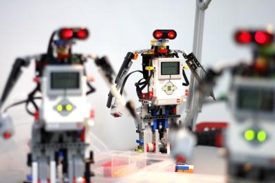 Хімічні досліди й майстер-класи з робототехніки: школярам Чернівців розкажуть про науку