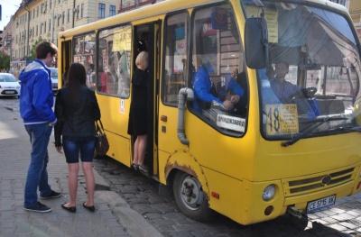 Страйк перевізників: Каспрук хоче переманити водіїв маршруток на роботу у тролейбусах
