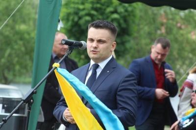 У Чернівцях на Алеї вічної слави й пошани висадили дуб на честь загиблого Володимира Анадимба