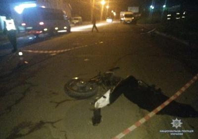 У Чернівцях мікроавтобус збив на смерть мотоцикліста - фото