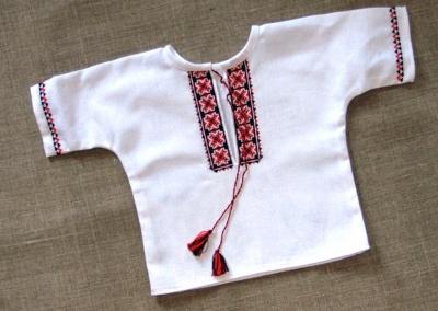 У Чернівцях майстриня вчитиме усіх бажаючих створювати вишиванки для малюків