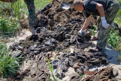 Поблизу Дніпра викопали мішки з речами бійців загиблих під Іловайськом