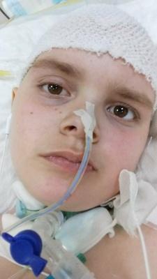 Допоможіть врятувати школяра з Буковини, який бореться з рідкісним видом раку