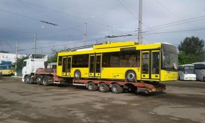 До Чернівців привезли ще два нові тролейбуси з Дніпра