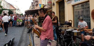 Музика вдень і вночі: програма Дня вуличної музики у Чернівцях