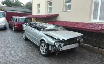 На Буковині на 4 роки засудили водія Jaguar на «євробляхах», який спричинив смертельну ДТП