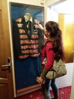 Вишукані костюми та образ Винника: як виглядає іменний номер Іво Бобула в чернівецькому готелі