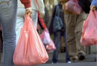 Кожної хвилини люди використовують близько 10 мільйонів пластикових пакетів