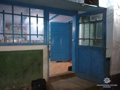 Бив палицею та вимагав грошей: на Буковині місцевий житель напав на пенсіонерку