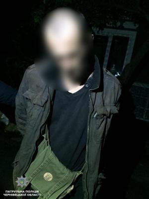 У Чернівцях п'яний погрожував зброєю таксисту