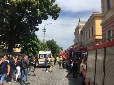 Пожежу ліквідовано, постраждалих немає: в одній з чернівецьких шкіл виникла пожежа