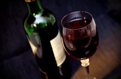 Червоне вино допомагає запобігти карієсу і захворюванню ясен