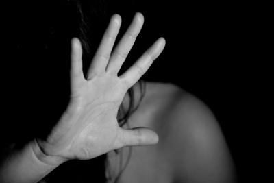"""«Бив так, що забирали до лікарні"""": на Буковині чоловік роками знущався над дружиною, суд виніс вирок"""