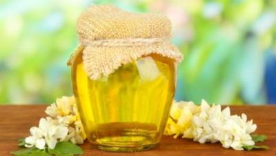 «Меду буде багато»: буковинські пасічники качають перший мед