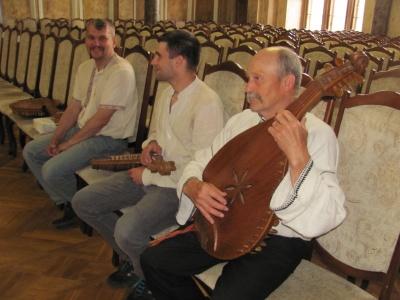 Кібернетик та вчитель іноземних мов у Чернівцях стали кобзарями (ФОТО)