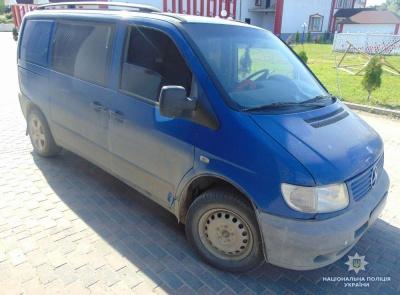 На Буковині дитина потрапила під колеса мікроавтобуса