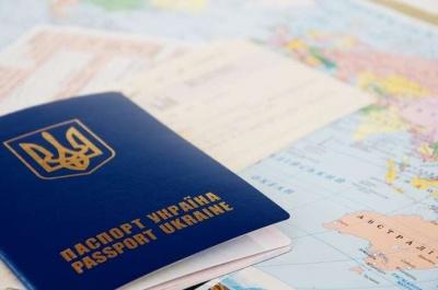 Вклеїв своє фото у чужий документ: у Чернівцях чоловік із фальшивкою прийшов за біометричним паспортом