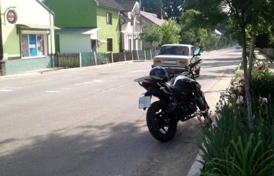 Неповнолітній мотоцикліст збив п'яного безхатченка у Сторожинці