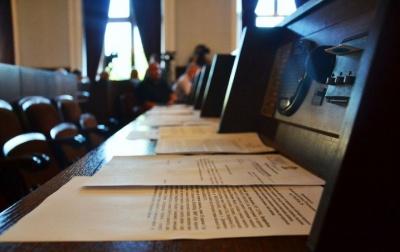 Комунальних автобусів поки не буде: депутати Чернівців не проголосували за їхню закупівлю