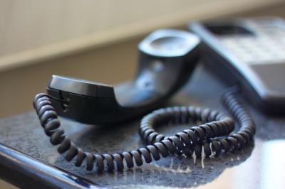 «Дзвонять підприємцям і вимагають гроші»: на Буковині активізувалися фальшиві податківці