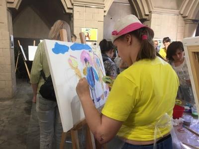 У Чернівцях відкрили виставку фотографій особливих дітей - фото