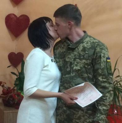 """""""Став багатодітним батьком і тішуся цим"""": боєць АТО з Буковини розповів, як знайшов своє кохання"""