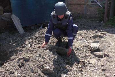 Чернівчанин на Гагаріна викопав снаряд часів Другої світової війни - фото