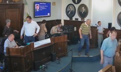 Чернівецька міськрада призупинила роботу сесії через відсутність кворуму