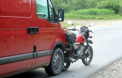 Подробиці аварії в Кам'яній: у водія мотоцикла - перелом кісток тазу