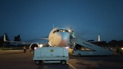 """Аеропорт """"Чернівці"""" вперше прийняв найбільший літак за свою історію - """"Боїнг-737"""""""