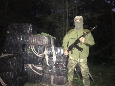 Вночі на Буковині контрабандисти втекли від прикордонників і покинули 15 тисяч пачок сигарет