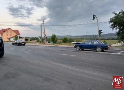 На трасі біля Чернівців зіткнулись два легковики - фото