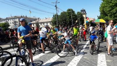 «Різні конкурси, пікнік та фотозона»: у Чернівцях завтра проведуть велодень
