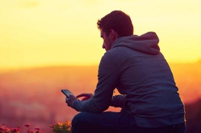 Молоді люди більш самотні, аніж літні - британські вчені