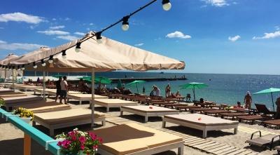 Одеські ресторани погрожують спалити, якщо ті не звільнять пляжі