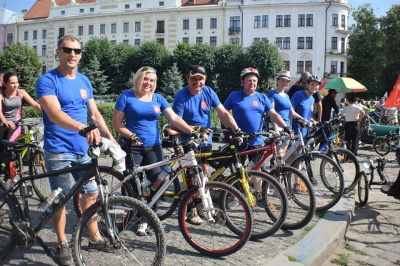 На велосипеди пересіли всі: як у Чернівцях провели велодень - фото