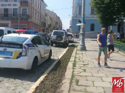 Замінування у Чернівцях: правоохоронці звільнили вхід до мерії та ОДА, де шукали вибухівку