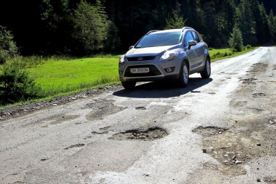 «Укравтодор» пояснив, чому українські дороги потрапили у ТОП-10 найгірших