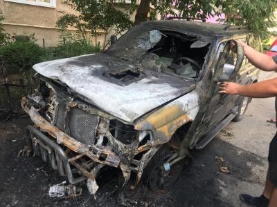 У Чернівцях уночі горіли дві автівки